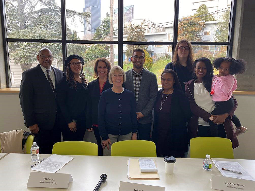 Senator Patty Murray and others at roundtable discussion about student achievement of children experiencing homelessness
