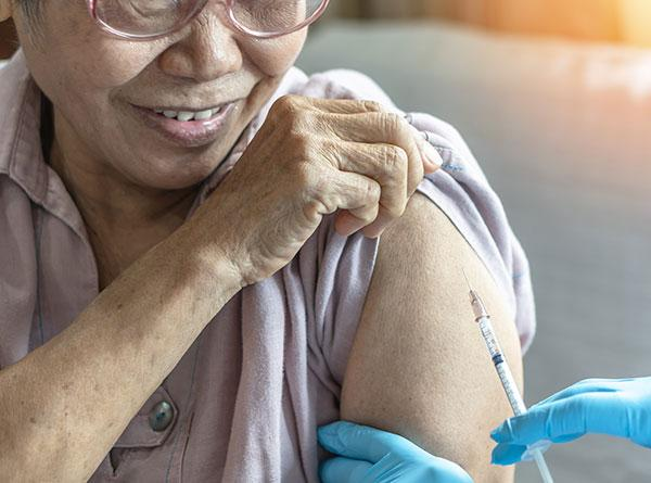 Elderly woman vaccinated